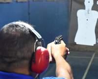 Em SP, Bolsonaro diz 'respeitar os bispos', mas volta a defender armas