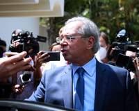 Paulo Guedes defende aumento 'modesto e moderado' para Bolsa Família