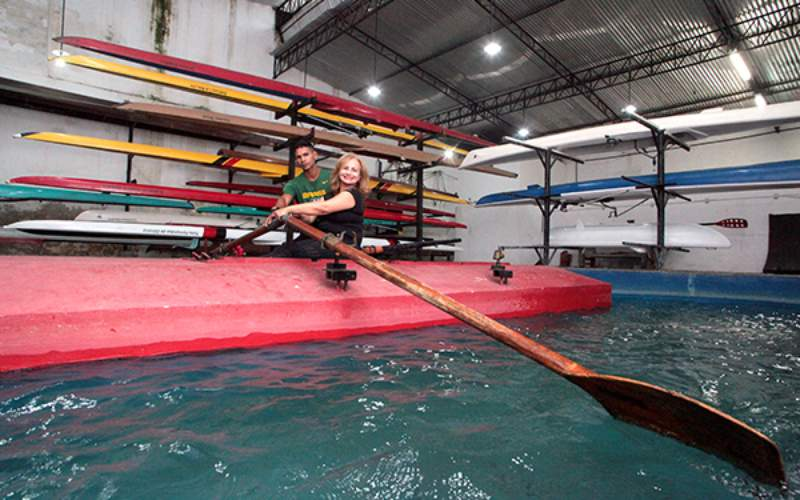 Natalenses redoscobrem o remo no Rio Potengi