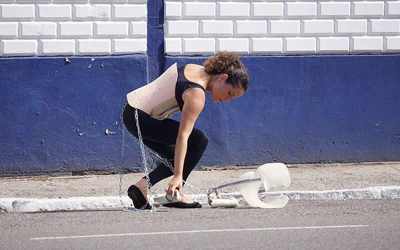 Pesquisadora utiliza a arte para falar sobre deficiência no Brasil