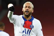 Neymar sai em defesa de Paquetá após meia levar cartão por drible: 'Não entendo'