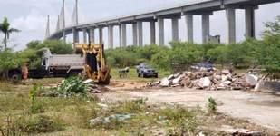 Construção irregular próxima a Ponte Newton Navarro é demolida pela Prefeitura