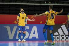Brasil sofre, mas vira sobre Japão e vai às quartas na Copa do Mundo de Futsal