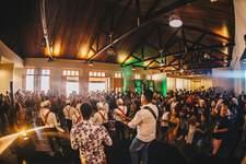 Arena das Dunas recebe a edição do Pôr do Samba neste sábado