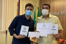 Dupla do Sistema Tribuna de Comunicação vence prêmio de jornalismo